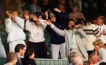 Questionable behaviour amongst Tennis fans