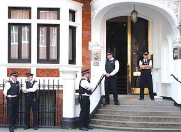 police guard ecuador embassy london