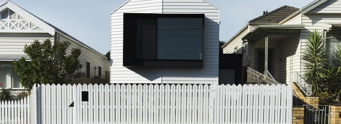 screencapture-dwell-article-a-cool-melbourne-cottage-riffs-off-of-its-victorian-neighbors-e8c7bd71-1511113436991